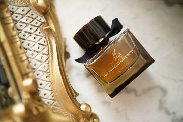 d556b0d8f238 Encore beaucoup de nouveautés beauté, parfum, make-up, et les plus belles  chaussures du monde ! On commence tout de suite avec un parfum ...