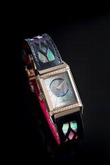 Modèle emblématique de la Manufacture depuis 85 ans, la montre Reverso de  Jaeger-LeCoultre s offre Christian Louboutin pour son anniversaire. 77592332114